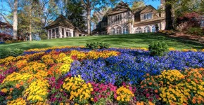 gibbs Manor-House-with-pansies- WEB